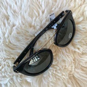 f69d46da71 henri bendel Accessories - Henri Bendel Broadway Sunglasses